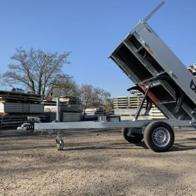 Single axle rear tipper trailer - tipping
