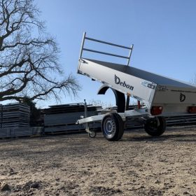 Single axle rear tipper trailer - tipped up