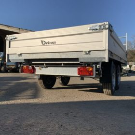twin axle tipper trailer with 3 way electric tipping